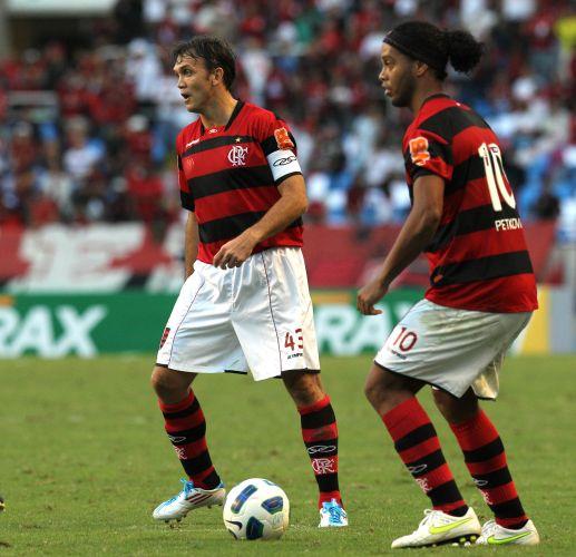 Petkovic e Ronaldinho Gaúcho fizeram dupla de meias do Flamengo