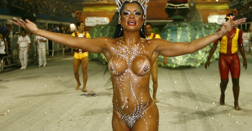 Dani Sperle em desfile da escola de samba Tom Maior, em 2010
