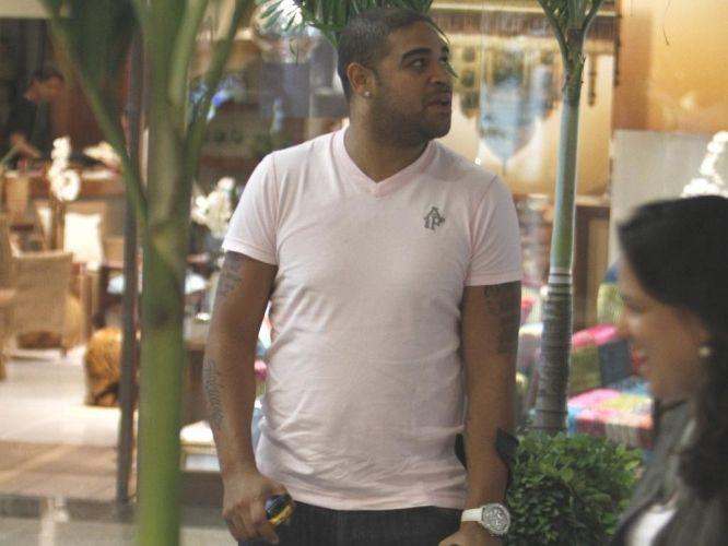 O atacante Adriano chama a atenção por seus gols, mas também por seus problemas para manter a boa forma