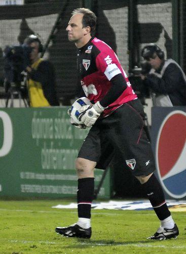Nesta quarta-feira, diante do Atlético-MG, Ceni chegou a 100 partidas seguidas com o São Paulo, que venceu por 1 a 0