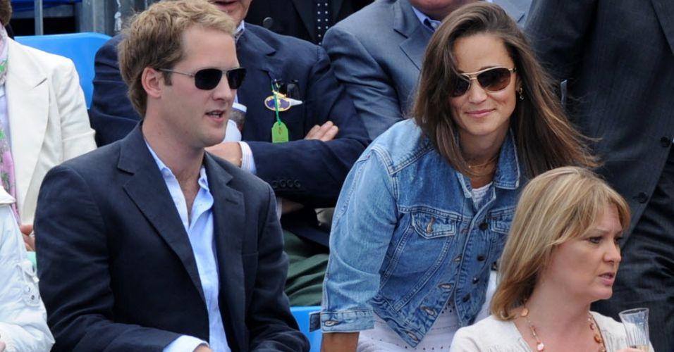 Pippa Middleton, irmã da duquesa britânica Kate, acompanha o quarto dia de partidas do Torneio de Queen's