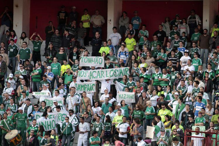 Torcida do Palmeiras homenageia time campeão paulista de 1993, que tirou o clube de uma fila de mais de 15 anos