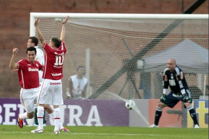 Marcos só observa gol do Inter no empate por 2 a 2 em Porto Alegre