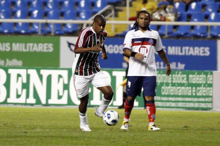 Em sua estreia pelo Bahia, Carlos Alberto observa a evolução de Marcio Rosario na vitória sobre o Fluminense