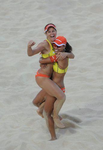 Juliana e Larissa comemoram título inédito no Campeonato Mundial em Roma