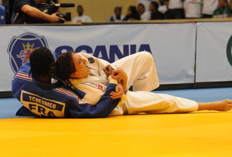 Mayra Aguiar conseguiu um ippon na luta com a francesa Audrey Tcheumeo na semfiinal da categoria até 78 kg. Na decisão, ela repetiu a dose e também venceu por ippon