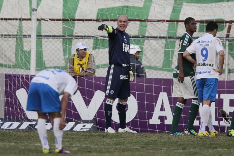 A torcida pediu, e quase Marcos cobrou pênalti na goleada do Palmeiras, mas Felipão vetou