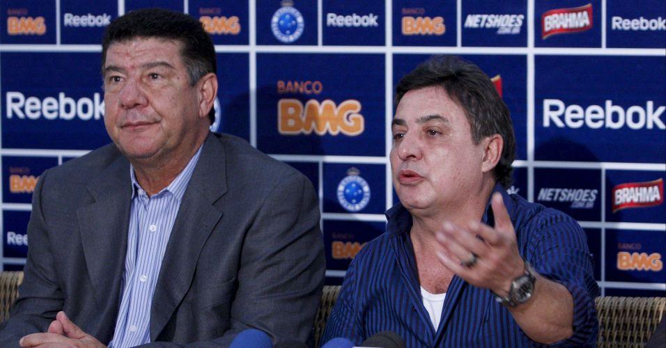 Presidente Zezé Perrela (dir.) apresentou o novo treinador do Cruzeiro