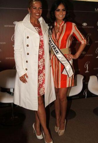 Adriane Galisteu e Ximena Navarrete são fotografadas durante evento do Miss Universo 2011, que acontecerá no Brasil