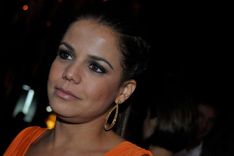 A atriz global começou a namorar Elano, meio-campo do Santos, por volta de fevereiro de 2011