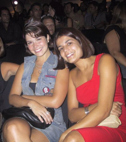 Atriz exibe o cabelo curtinho ao lado da Samara Felippe, ex-mulher do jogador de basquete da NBA, Leandrinho