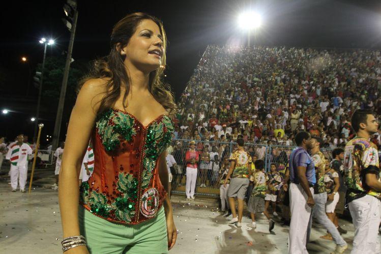 Nivea Stelmann brilha na Marquês de Sapucai, no Rio de Janeiro. Atriz comemorou com o namorado Elano o título da Copa Libertadores da América