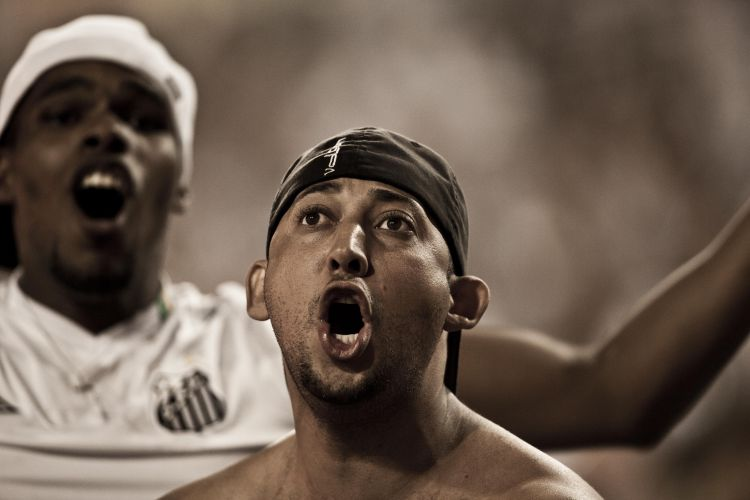 2º tempo - 1 minuto: Torcedor solta o grito de gol com Neymar, logo no início do segundo tempo