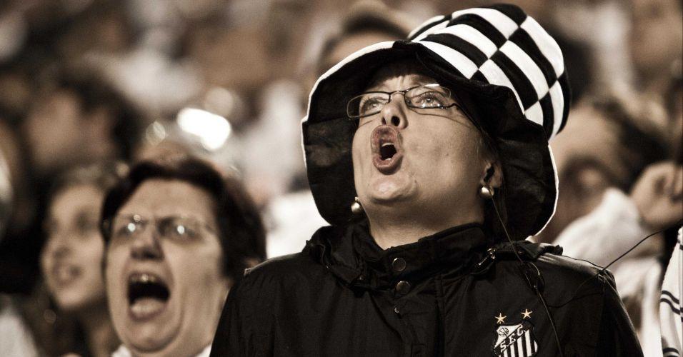 2º tempo - 14 minutos: Com 1 a 0 no placar, Santos tem chance em escanteio, mas a torcida fica no