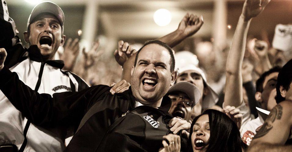 2º tempo - 23 minutos: Santistas comemoram o segundo gol do Santos
