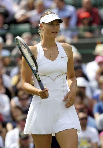 Maria Sharapova também entrou em quadra nesta quinta-feira e seguiu adiante no torneio de Wimbledon