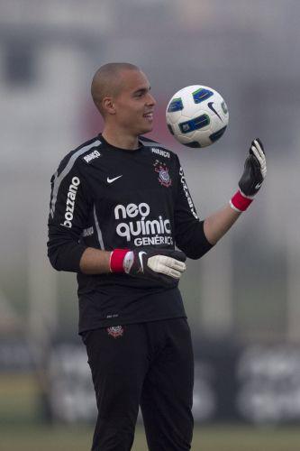 Com a posição ameaçada pela chegada do jovem Renan, Júlio César vem mostrando que merece ser titular do Corinthians, com boas defesas nos últimos jogos