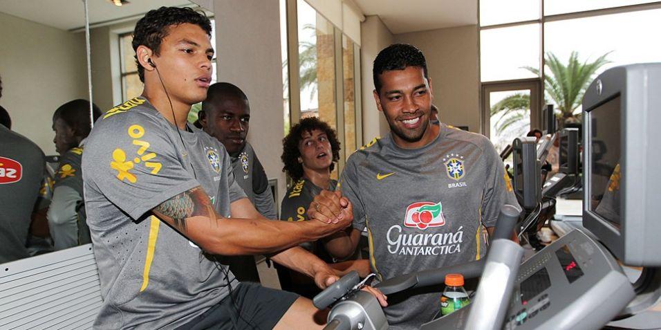 Thiago Silva, Ramirez, David Luiz e André Santos durante atividade da seleção brasileira neste sábado