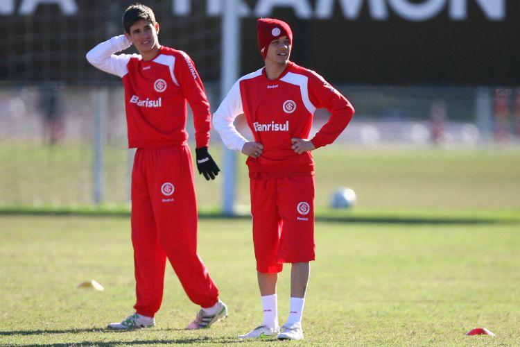 Jovem Oscar e argentino D'Alessandro esperam repetir boa atuação que tiveram na goleada sobre o Figueirense