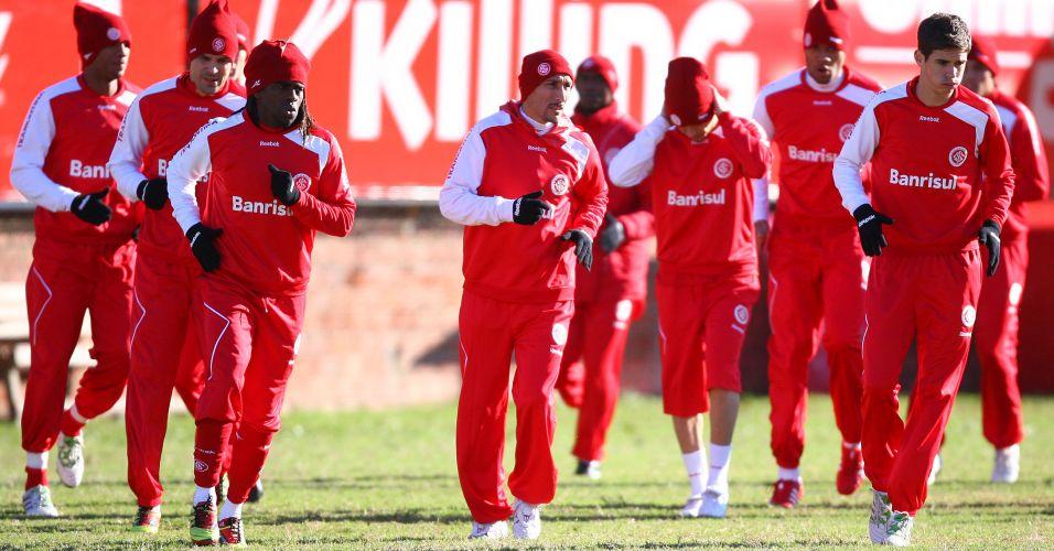 Jogadores do Inter sofreram com o frio intenso no treinamento desta terça-feira