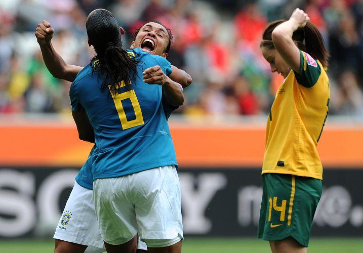 Camisa 6 do Brasil, Rosana abraça Marta após marcar contra as australianas