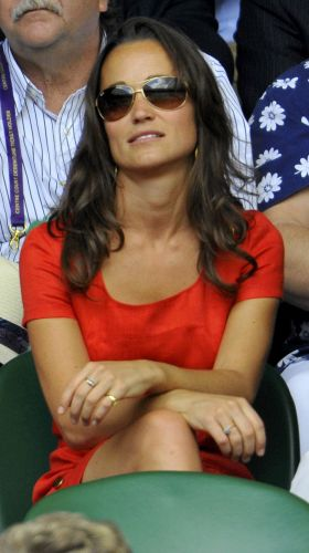 Pippa Middleton, irmã da duquesa Kate Middleton, acompanha a partida entre Roger Federer e Jo-Wilfried Tsonga em Wimbledon