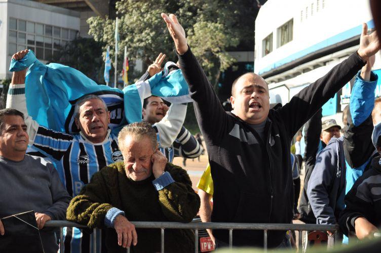 Torcedores foram ao Olímpico pedir que Renato Gaúcho reconsiderasse seu pedido de demissão do comando técnico do Grêmio.