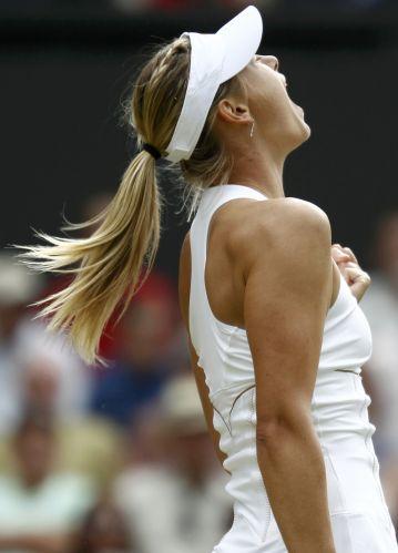 Maria Sharapova vibra com ponto conquistado na partida contra Sabine Lisicki pelas semifinais do torneio de Wimbledon. Tenista russa venceu por 2 sets a 0 (parciais de 6-4 e 6-3) e agora enfrenta a tcheca Petra Kvitova na decisão do título