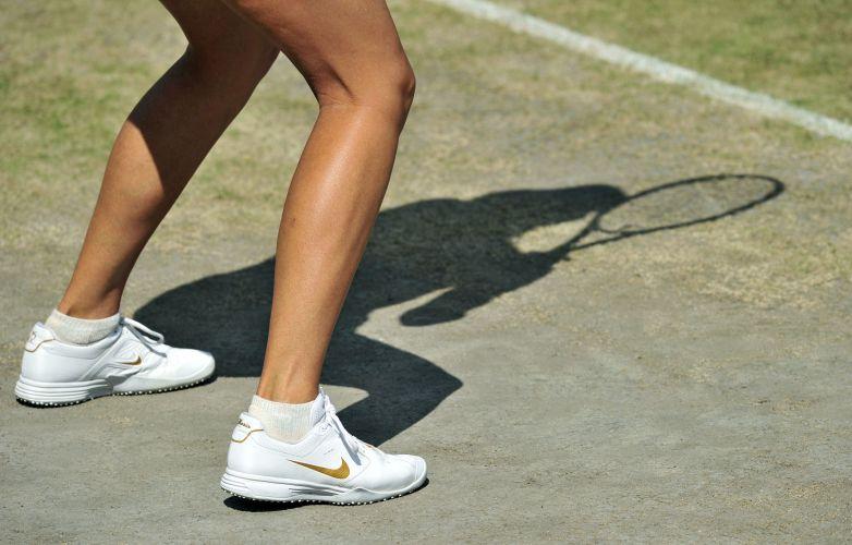 Maria Sharapova se prepara para enfrentar a tcheca Petra Kvitova na decisão do torneio de Wimbledon neste sábado