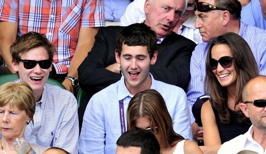 Pippa Middleton, irmã de Catherine, Duquesa de Cambridge, acompanha a partida entre Novak Djokovic e Jo-Wilfried Tsonga pelas semifinais de Wimbledon