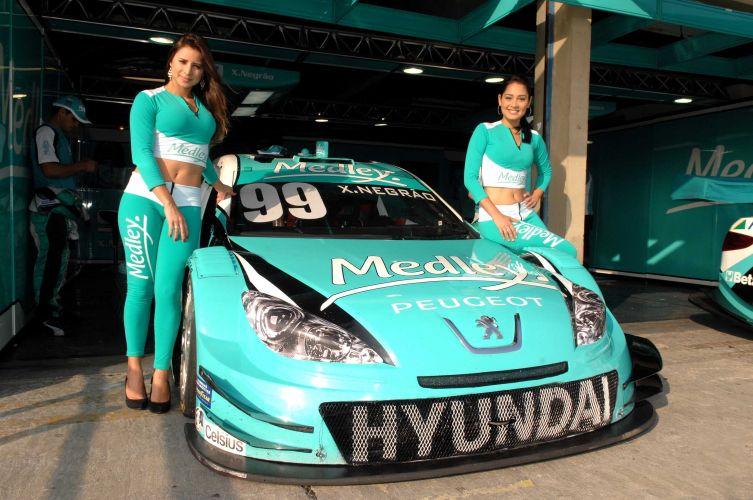 Ligian e Thaís mostram que carro de Xandinho Negrão não é a única máquina no autódromo de Jacarepaguá