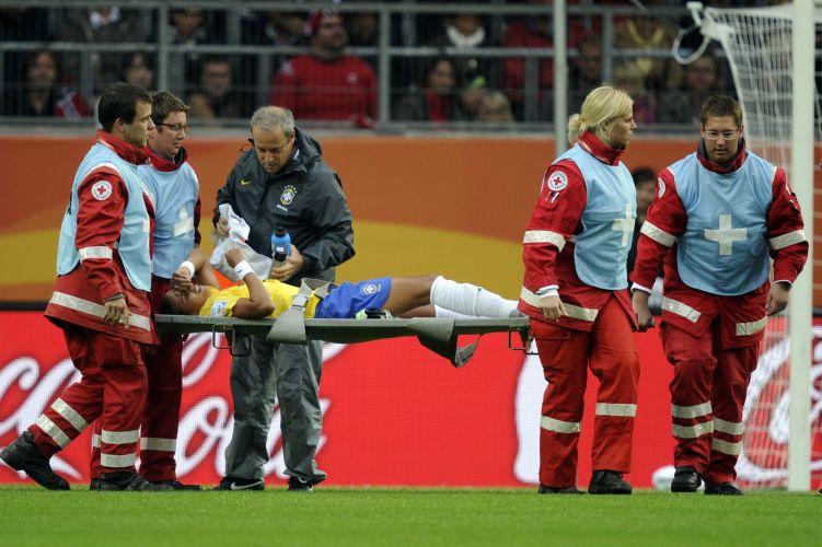 Fabiana dá susto e sai de maca, mas volta para o jogo e ajuda o Brasil bater a Noruega por 3 a 0 na Copa do Mundo de futebol feminino na Alemanha