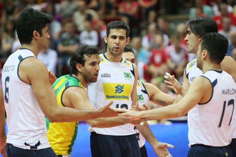 Jogadores do Brasil comemoram ponto na derrota para a Rússia 35145123af138