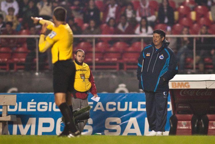 Técnico Joel Santana sofreu sua primeira derrota à frente do Cruzeiro