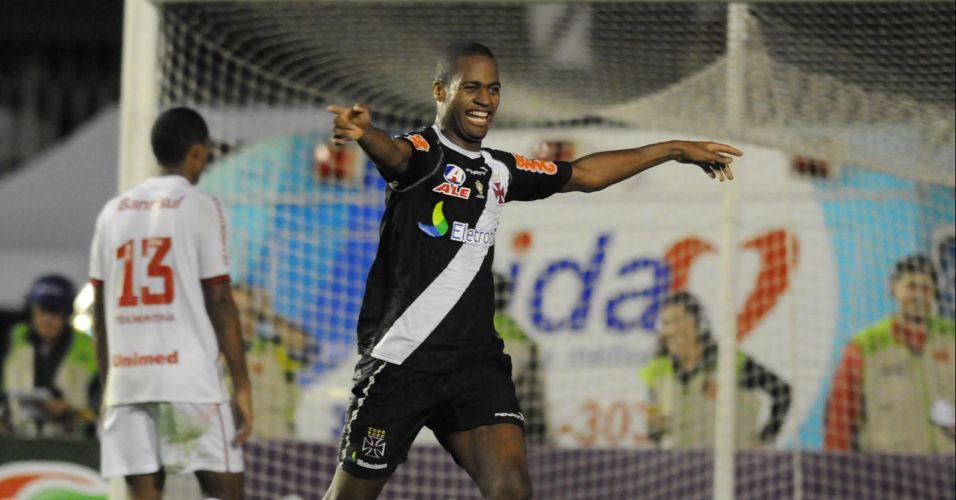 Dedé comemora o segundo gol do Vasco em São Januário
