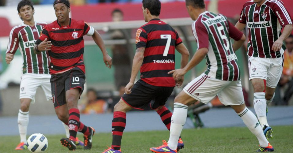 Ronaldinho Gaúcho e Thiago Neves, as principais forças ofensivas do Flamengo no clássico contra o Fluminense