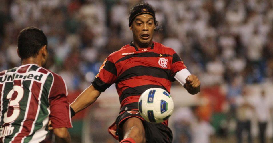 Ronaldinho Gaúcho participou bem do jogo na vitória por 1 a 0 do Flamengo sobre o Fluminense