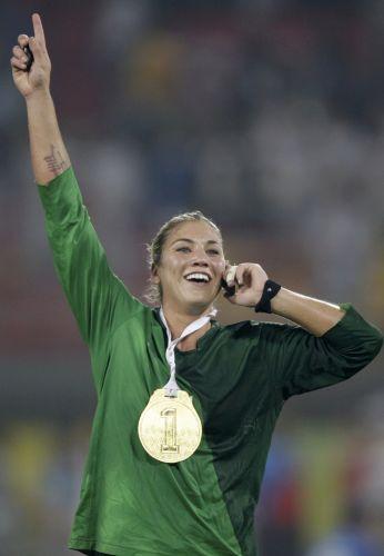 Hope Solo comemora a conquista da medalha de ouro durante os Jogos Olímpicos de Pequim, em 2008