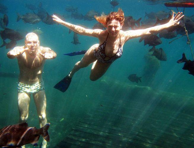 Sheila faz mergulho e se arrisca no território de Fernando Scherer, ex-nadador dono de duas medalhas de bronze olímpicas