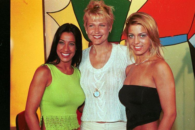 Sheila Mello e Sheila Carvalho encontram Xuxa, a apresentadora durante as gravações do filme