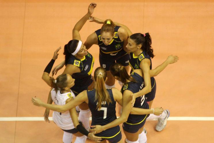 Brasileiras comemoram na vitória por 3 a 0 contra o Peru; jogo teve a volta de Natália, após cirurgia para retirada de tumor benigno