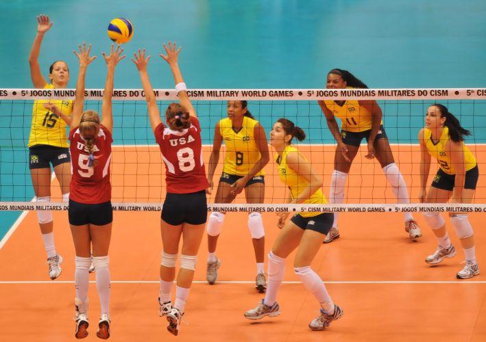 Seleção militar norte-americana marcou apenas 18 pontos na partida de estreia contra o Brasil e foi atropelada por 3 a 0 (25-4, 25-7, 25-7)