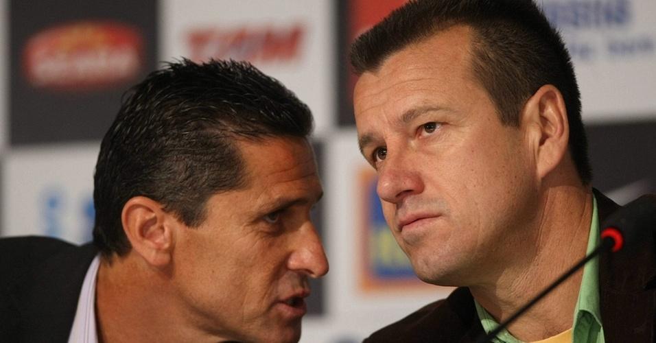 Essa amizade todo mundo conhece. No ano passado, Dunga e Jorginho, amigos que conquistaram juntos a Copa do Mundo de 1994 pela seleção, comandaram o Brasil na Copa da África do Sul. Perderam, mas seguem aliados mesmo em meio à enxurrada de críticas da imprensa.