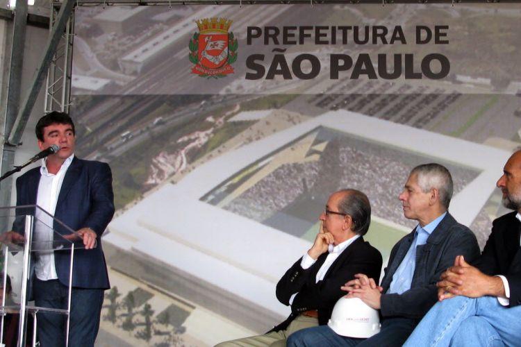 Presidente do Corinthians Andrés Sanchez discursa em evento que garantiu ao Itaquerão o incentivo fiscal de R$420 milhões da prefeitura para a construção do Itaquerão, sede paulista da Copa de 2014