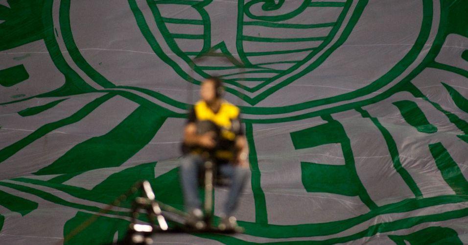 Bandeira do Palmeiras colore as arquibancadas do Pacaembu, antes de duelo contra o Flamengo