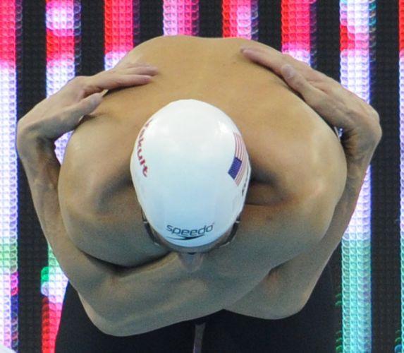 Michael Phelps se prepara para nadar semifinal dos 200 m livre em Xangai