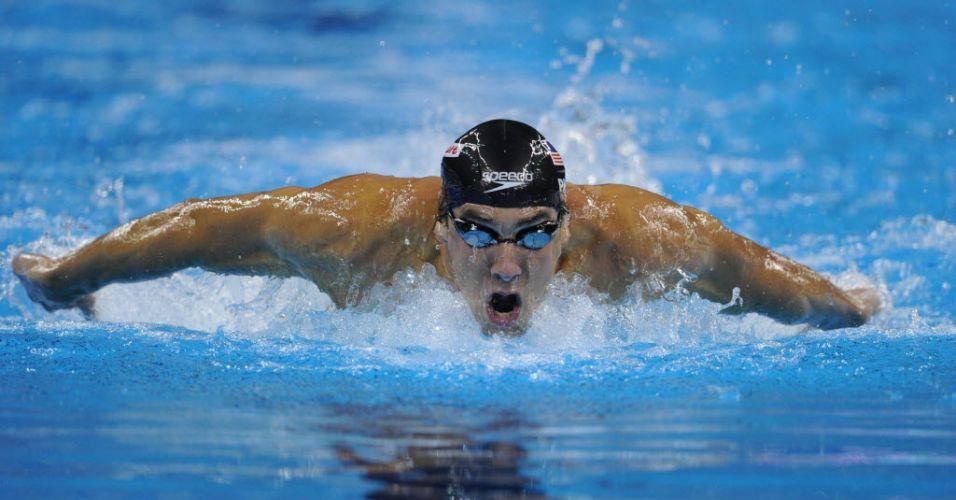 Michael Phelps nada os 200 m borboleta para conquistar a medalha de ouro no Mundial