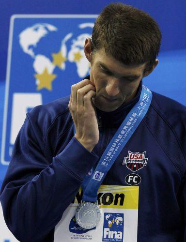 Phelps não parece ter ficado muito satisfeito com a medalha de prata nos 200 m medley em Xangai