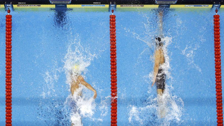 Imagem mostra o momento exato da batida de Cesar Cielo. Nadador brasileiro conqustou a medalha de ouro nos 50m livres no Mundial de Esportes Aquáticos em Xangai (China)