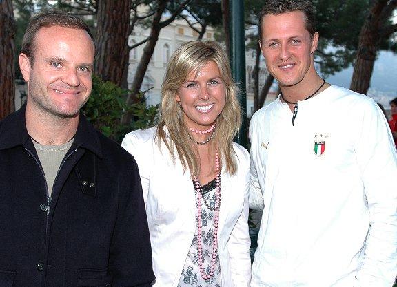 Maria de Villota ao lado do brasileiro Rubens Barrichello e do alemão Michael Schumacher, ex-companheiros na equipe Ferrari